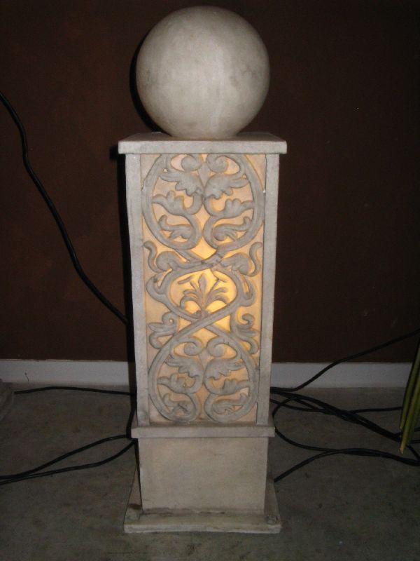 Säule mit Kugel beleuchtet CREME 23 x 23 cm höhe 81cm