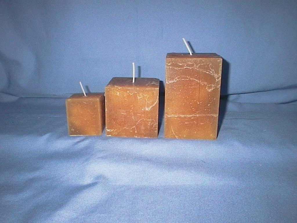 Rustic Würfelkerze BEIGE 47 70x70mm durchgefärbt