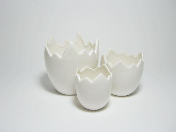 Ei gebroch. Porzellan glasiert WEISS 23066 stehend,3-teilig 7,5/10/12,5cm